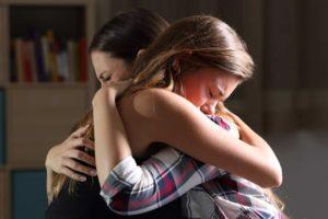 mulheres chorado após assistir filmes sobre a morte