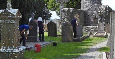 Profissão coveiro no cemitério